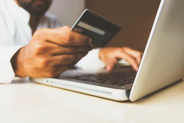 carsharing-online-bezahlen-laptop